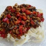 Makaron z grzybkami shiitake i papryką