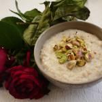 Owsianka różana z pistacjami