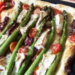 Pizza ze szparagami i kozim serkiem