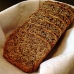 Chleb z sezamem i siemieniem lnianym – bez wyrabiania!