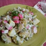 Sałatka ziemniaczana z surimi
