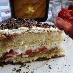Tort tiramisu z truskawkami