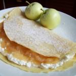 Naleśniki z serem i musem jabłkowym
