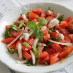 Sałatka z pomidorów z bazylią i shiso