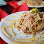 Razowe spaghetti z selerem naciowym i suszonymi pomidorami