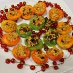 Owoce pod granolą rodzynkowo-fistaszkową