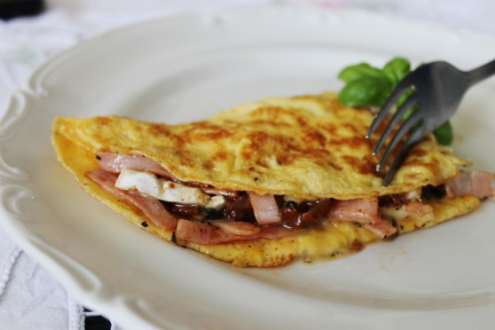 Omlet z szynką i camembertem 1