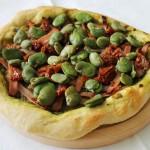 Pizza z szynką i bobem