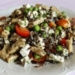 Sałatka z dzikim ryżem, indykiem i fetą