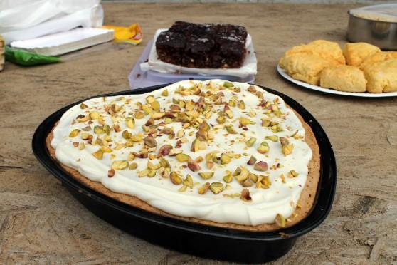 Persian love cake 1 558x372 Persian love cake   Perskie ciasto miłości z kardamonem, pistacjami i wodą różaną