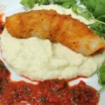 Pieczone kalmary z sosem z czerwonej papryki na musie z kalafiora
