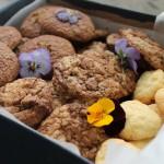 Marmurkowe ciasteczka owsiane z fiołkami