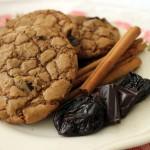 Pierniczkowe cookies z suszonymi śliwkami i czekoladą