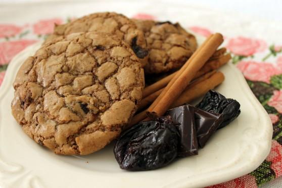 Cookies piernikowe z suszoną śliwką i czekoladą