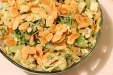 Sałatka z brokułami fetą i migdałami 2 222x148 Sałatka z brokułami, fetą i migdałami (2)