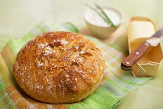 Chleb bez wyrabiania z chrupiącą skórką