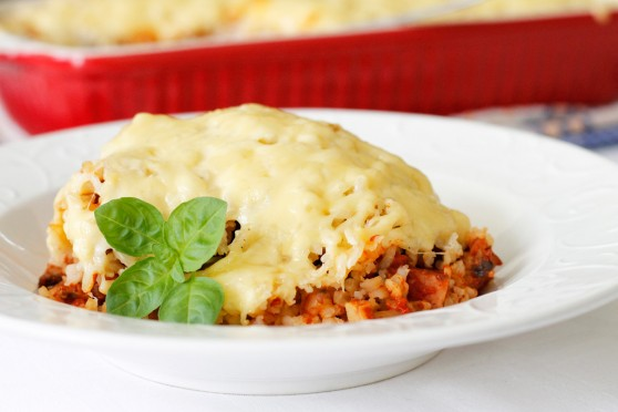 Zapiekanka-ryżowa-z-pomidorowymi-pieczarkami