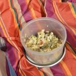 Sałatka ziemniaczana z jajkiem, ogórkiem i szynką