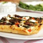 Pizza z wątróbką i szparagami