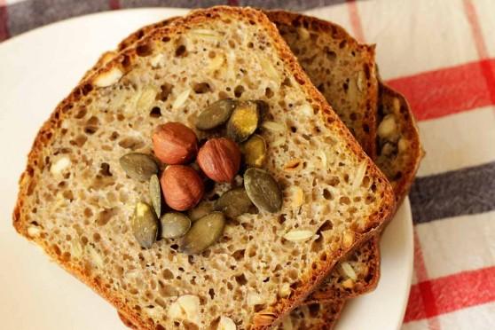 Chleb-pszenno-żytni-z-pestkami-dyni-i-orzechami-1