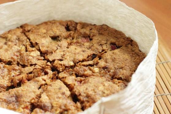 Ciasto-z-rabarbarem,-czekoladą-i-migdałami-1