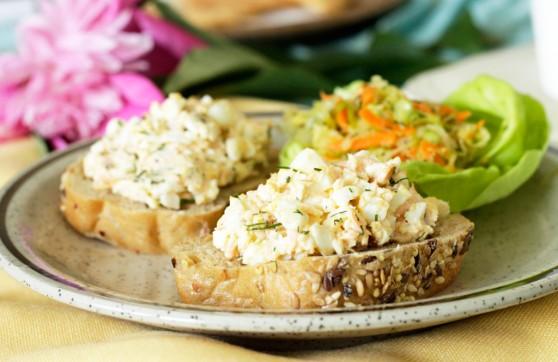 Pasta-jajeczna-z-łososiem-i-koperkiem