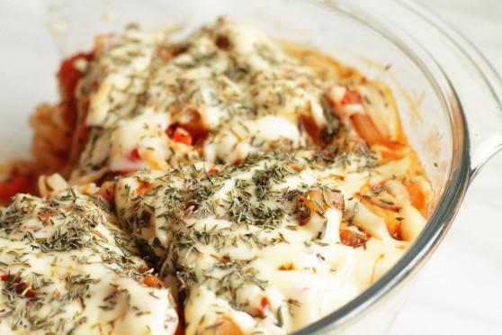 Zapiekanka-makaronowa-z-pomidorami-i-ananasem
