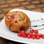Muffinki marmurkowe z malinami i porzeczkami