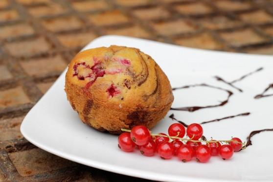 13-07-21-Wiktoria-muffiny-marmurkowe-z-malinami-i-porzeczkami