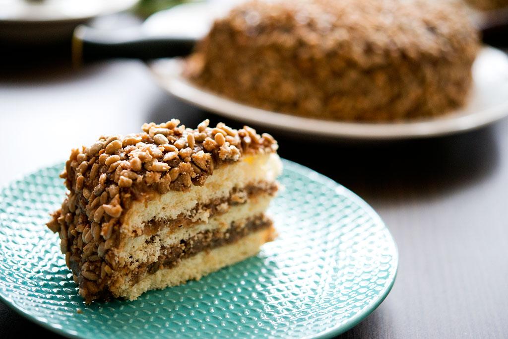 Tort karmelowo-słonecznikowy