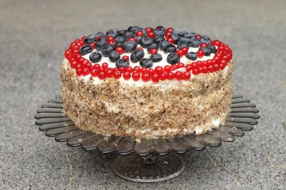 Tort-orzechowo-śmietanowy