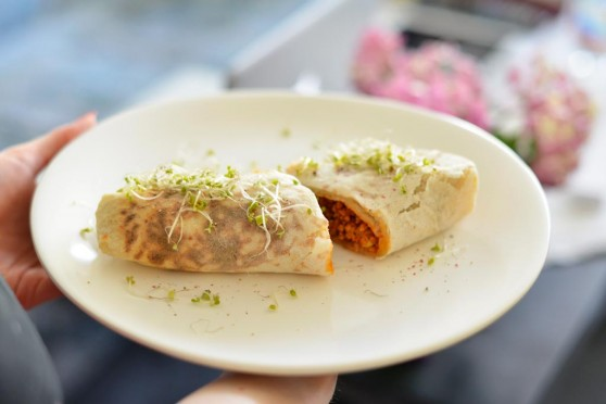 Tortilla-z-kapustą-i-mięsem-po-grecku