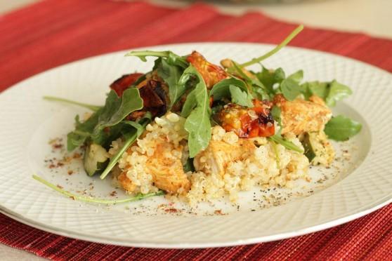 13 08 08 Quinoa-z-pieczonymi-pomidorkami,-kurczakiem-i-rukolą (1)