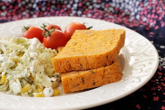 Chlebek-z-sokiem-pomidorowym