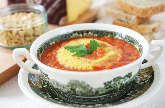 Krem-z-pieczonych-pomidorów-i-soczewicy