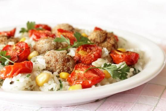 Pieczone-pomidorki-z-klopsikami-i-ryżem-jaśminowym