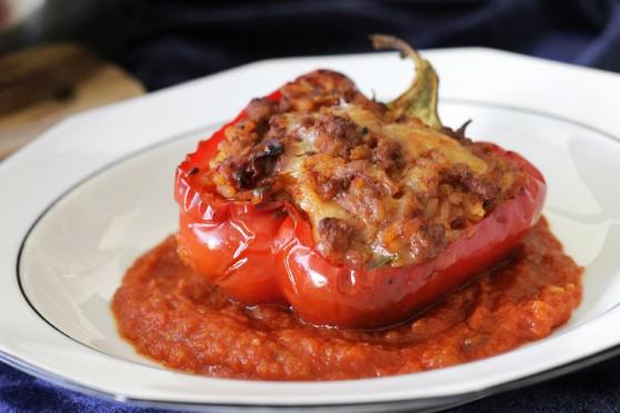 Faszerowana papryka z mięsem i suszonymi-pomidorami