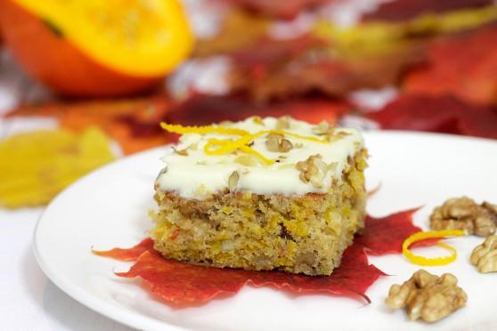 Ciasto-dyniowe-ze-skórką-pomarańczową-i-orzechami