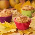Muffinki korzenne z jabłkami i konfiturą morelową