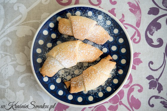 Rogaliki krucho-drożdżowe z dżemem z aronii