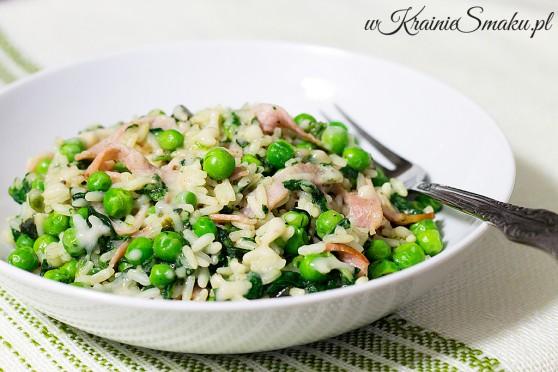 Ryż z szynką i groszkiem w sosie serowo-pieczarkowym