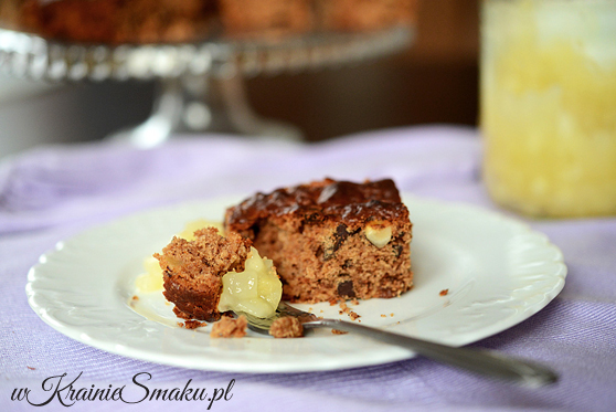 Ciasto czekoladowe z prażonymi jabłkami