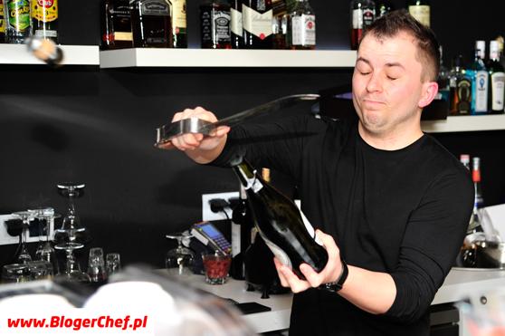 Marek Mocny i szampan otworzony przez niego szabelką.