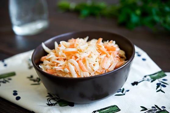 Surówka z białej rzodkwi i marchewki