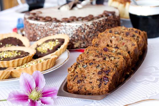 Chlebek cukiniowy z orzechami, żurawiną i czekoladą