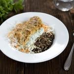 Czosnkowo-ziołowy kurczak z torebki do smażenia, colesław i dziki ryż