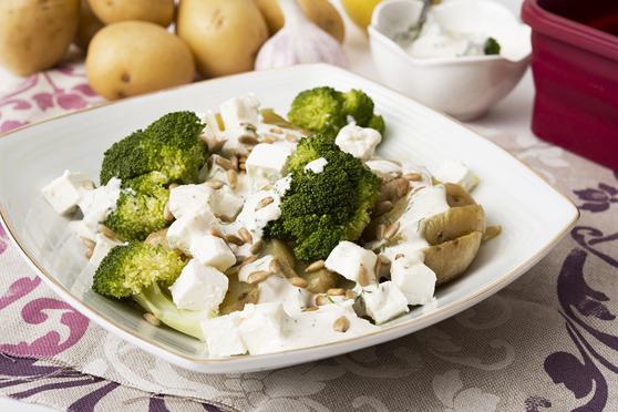 Sałatka ziemniaczana z brokułami i fetą - z mikrofalówki