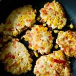 Kotleciki z kurczaka z papryką, kukurydzą i żółtym serem