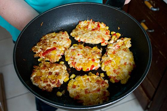Kotleciki z kurczaka, papryki i kukurydzy