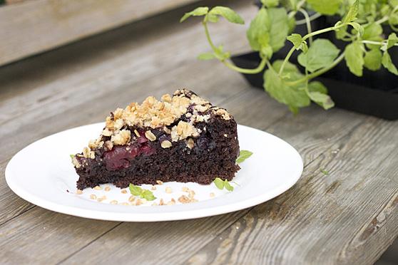 Ciasto czekoladowe z owocami i kruszonką na maślance